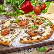 Пицца с курицей и грибами Фото