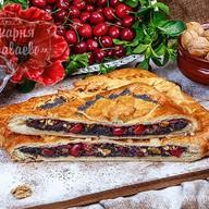 Слоеный маково-вишневый пирог Фото