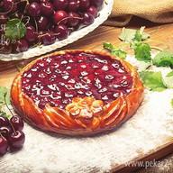 Пирог открытый с вишней Фото