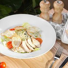 Цезарь с цыпленком салат - Фото