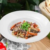 С говядиной и овощами Фото