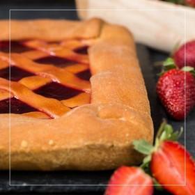 Пирог с клубникой - Фото