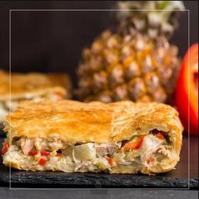 Пирог с курицей и ананасом - Фото