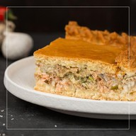 Пирог с пангасиусом и кетой Фото