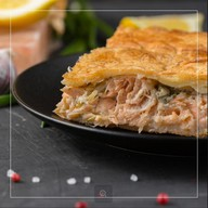 Пирог с семгой и кетой Фото