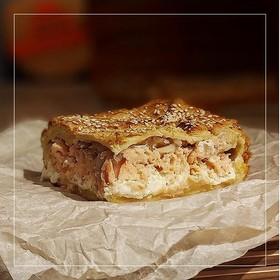 Пирог с семгой в сливочном соусе - Фото