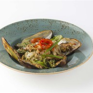 Салат теплый с морепродуктами Фото