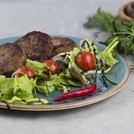 Котлеты диетические с зеленью и томатами Фото