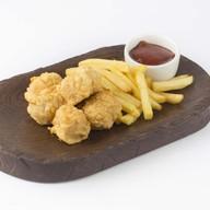 Сосиски в кляре с картофелем фри Фото