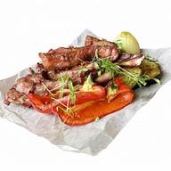 Каре ягненка с овощами гриль Фото