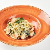 Спагетти с лососем и шпинатом Фото
