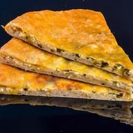 Осетинский с сыром и луком Фото