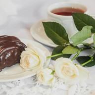 Булочка с маком и шоколадом Фото