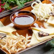 Ассорти из грузинских сыров Фото