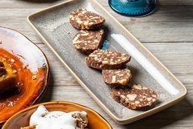 Шоколадная колбаска с песочным печеньем - Фото