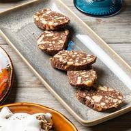 Шоколадная колбаска с песочным печеньем Фото