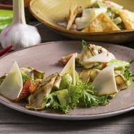 Салат с кабачком-гриль,копчёным сулугуни Фото