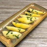 Отварной картофель с маслом и зеленью Фото