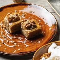 Пахлава с медом и грецкими орехами Фото