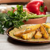 Картофель, жаренный с луком Фото