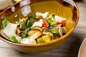 Салат с хрустящими баклажанами - Фото