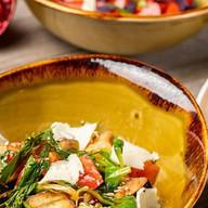 Салат с хрустящими баклажанами Фото
