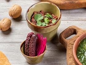 Лобио с беконом и домашними соленьями - Фото