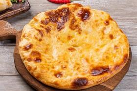 Хачапури по-мегрельски с копченым сыром - Фото