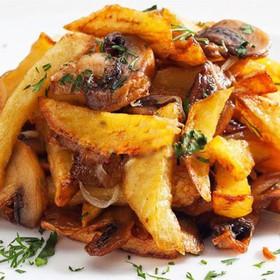 Жареная картошка с грибами и луком - Фото