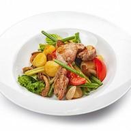 Теплый салат с курицей Фото