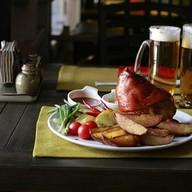 Свиная рулька с картофелем Фото