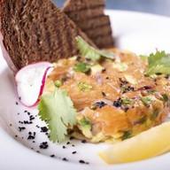 Тар-тар из лососся с авокадо Фото