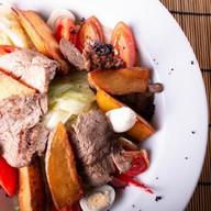 Салат с ростбифом,картофельными дольками Фото