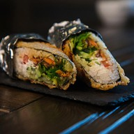Burito с лососем жареным Фото