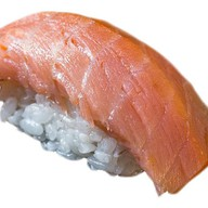 Запеченный гункан с копченым лососем Фото