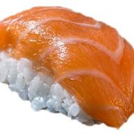 Запеченный гункан с лососем Фото