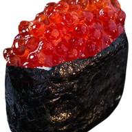 Суши с красной икрой Фото