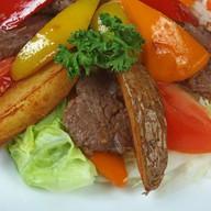 Оригинальный теплый салат Фото