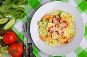 Цезарь салат с креветкой - Фото