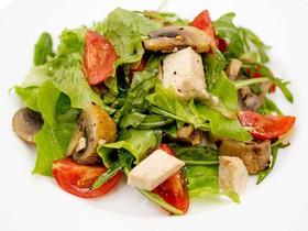 Салат с курицей и шампиньонами гриль - Фото