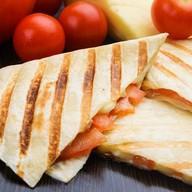 Кесадилья с сыром и помидорами Фото