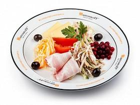 Микс салатов с грудинкой - Фото