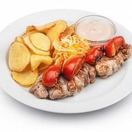 Шашлык из свиной вырезки с томатами Фото