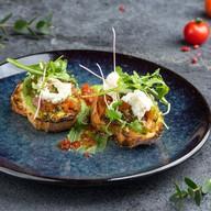 Брускетта с сыром страчатателла,томатами Фото