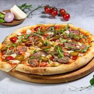 Пицца с томленой говядиной Фото