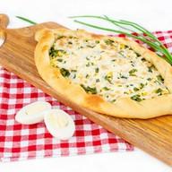 Пирог Лодочка с зеленым луком и яйцом Фото
