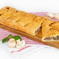 Пирог с мясом и грибами (слоеный) Фото
