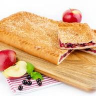 Пирог с яблоками и смородиной (сдобный) Фото