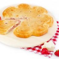 Осетинский с клубникой и сыром Фото