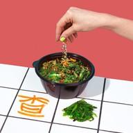 Салат с водорослями хияши вакаме Фото